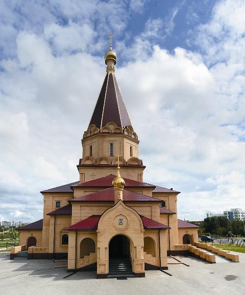Десятки тысяч именных кирпичей заложили крепкую основу этой святыни