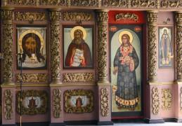 Часть иконостаса храма Высокопетровского монастыря