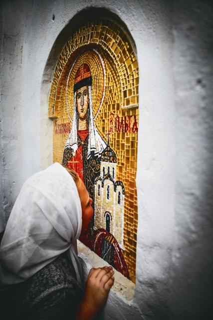 Мозаичная икона святой княгини Ольги на стенах Ильинского храма