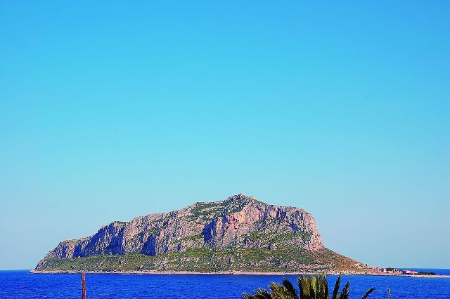 Монемвасия – греческий город-крепость на неприступном острове в Эгейском море