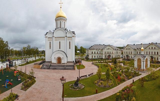 При попечении Владимира Путина в селе Усово появился новый величественный Спасский храм