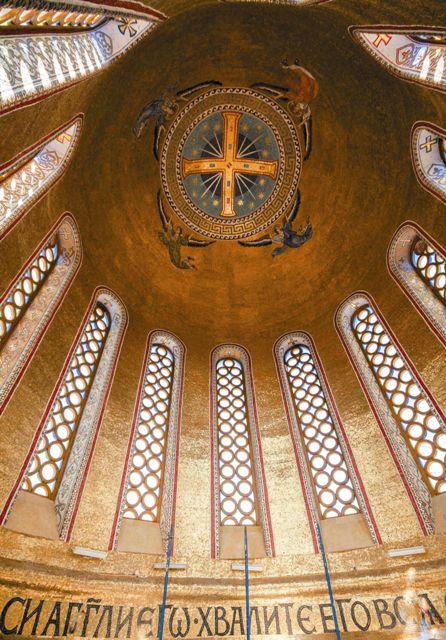 Самые красивые церкви на Руси называются Покровскими