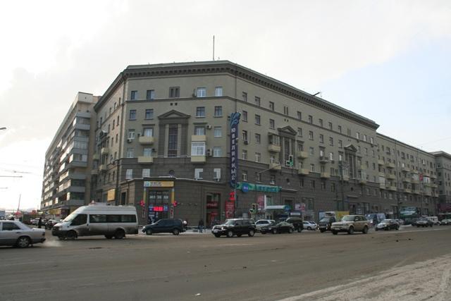 «Генеральский дом» на Большой Дорогомиловской улице стоит на месте снесенной Богоявленской церкви. Фото 2012 года