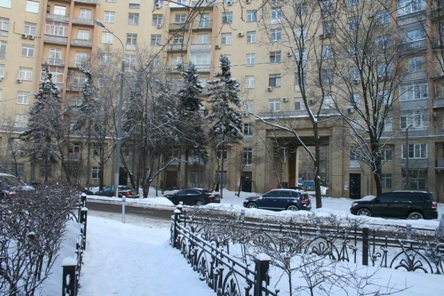 2012 год. Двор дома №5 по Ростовской набережной.