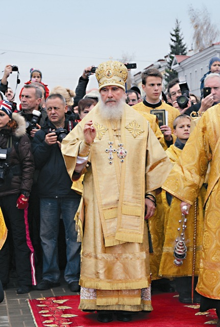Крестный ход возглавил митрополит Калужский и Боровский Климент