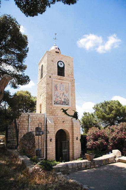 Колокольня и ворота православного монастыря Преображения Господня на Фаворе