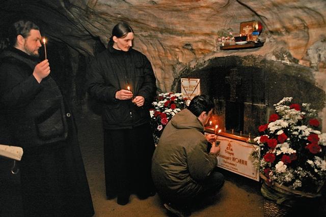 И сегодня, как и много лет назад, к преподобному Ионе идут поклониться и помолиться люди