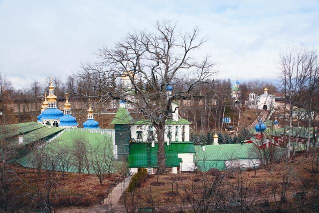 Во времена Хрущева в России осталось лишь два действующих монастыря – Троице-Сергиева Лавра и Псково-Печерский монастырь