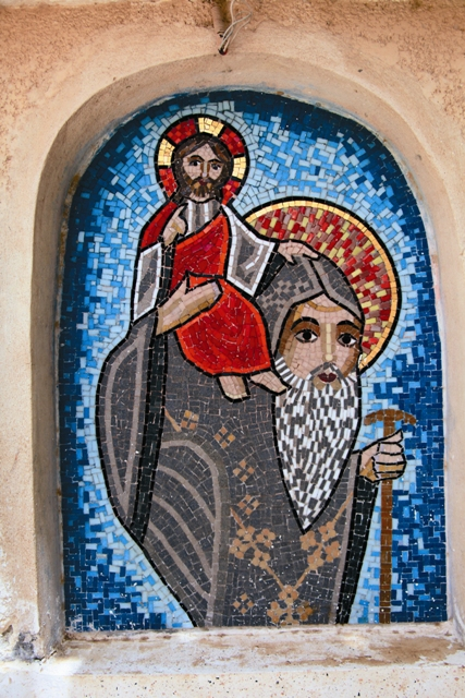 Святой Псой несет на себе Христа. Мозаика монастыря Анба-Бишой