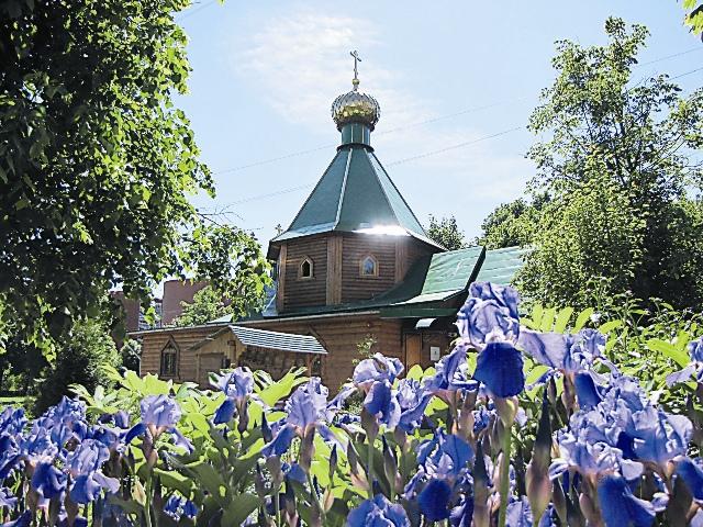 Храм Живоначальной Троицы невелик. Но деятельность свою распространяет далеко за пределы церковной ограды.