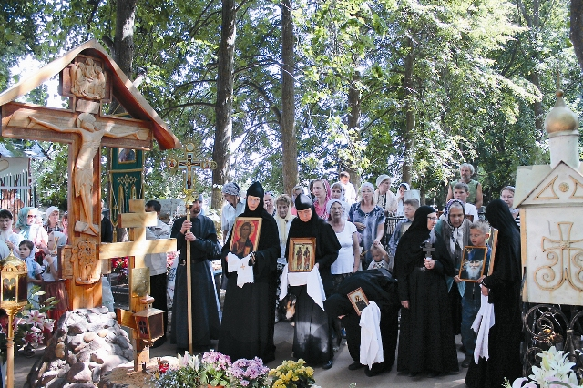 Могила старца Николая Гурьянова