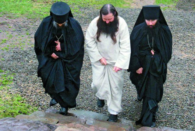 Сегодня в обители подвизаются 14 мона шеству- ющих разных национально- стей, которых объединяет желание служить Богу