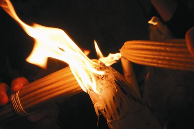 В разные годы ожидание Благодатного огня длилось от нескольких минут до нескольких часов. Чаще всего Огонь нисходит между 13 и 15 часами дня по иерусалимскому времени.