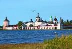 В двадцати километрах от Ферапонтова монастыря на Сиверском озере расположен Свято-Успенский Кирилло-Белозерский монастырь.