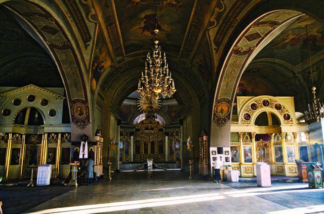 13 ноября 1917 года здесь проходило высокое в своей трагичности событие. Храм заполнили 180 гробов — в них лежали русские православные мальчики, вставшие безнадежно и от того еще более благородно на пути безумной черной силы.