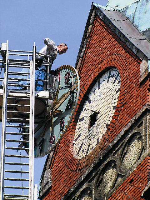 В этом году в преддверии светлого Христова Воскресения на колокольне был закончен монтаж часов