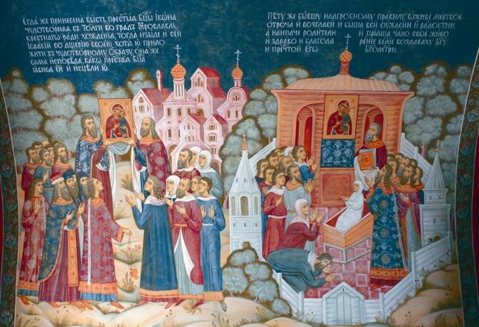 Исконной святыней Толги в течение семи веков была чудотворная мироточивая икона Толгской Богоматери