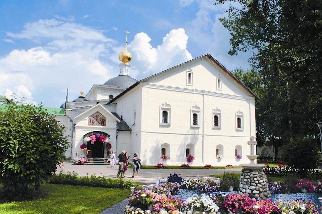 Храм в честь Воздвижения Честнаго и Животворящего Креста Господня. Самый древний из монастырских храмов. Построен в 1625 году.