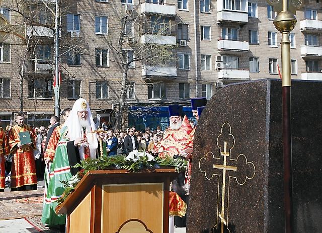 Чин освящения заклад. камня, апрель 2011 года