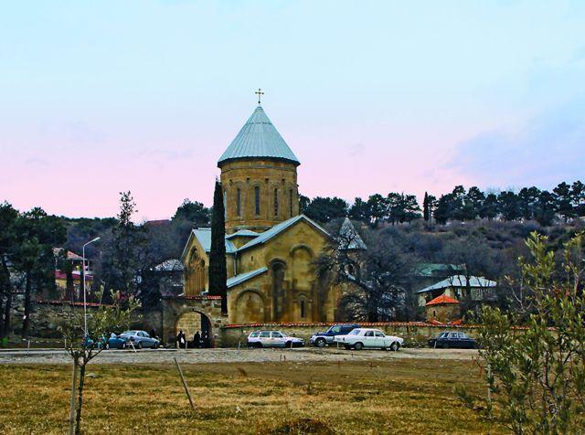 Монастырь Самтавро в центре Мцхеты