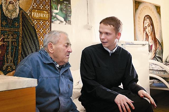 В лагерь в Тульской области в 2010 году отправились несколько семинаристов из Троице-Сергиевой Лавры