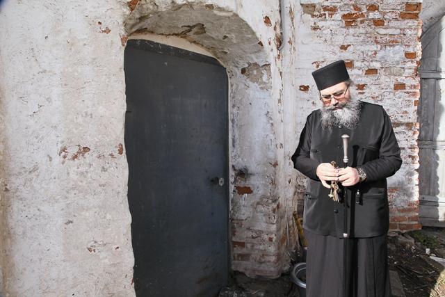 Настоятель монастыря иеромонах Афанасий