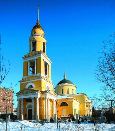Вновь звучат колокола, вновь теплятся свечи, вновь возносятся молитвы в храме Большого Вознесения у Никитских ворот.