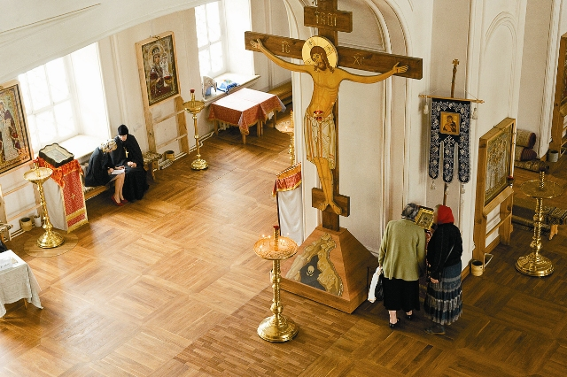 Сегодня полностью восстановлен Казанский собор, заново освященный в 2005 году Святейшим Патриархом Алексием II. В его внутреннем убранстве можно увидеть все, что делается руками сестер в восстановленных монастырских мастерских.