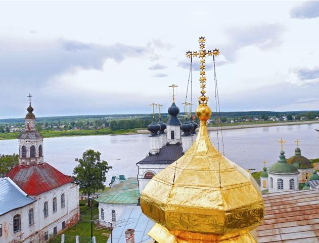 Вид на реку Сухона с колокольни