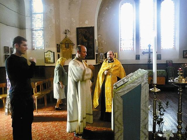 Служба в храме святого Александра Невского