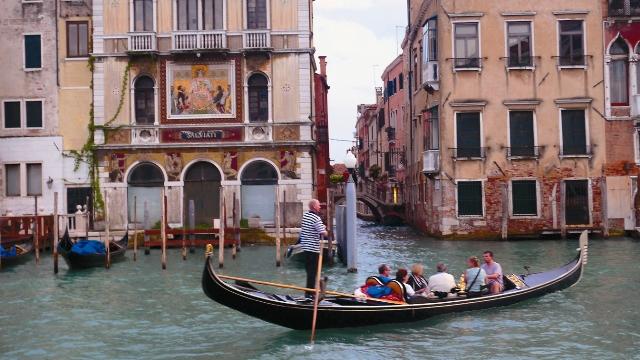 Мощи святых мучеников Сергия и Вакха хранятся в церкви святого Апостола Петра в Венеции