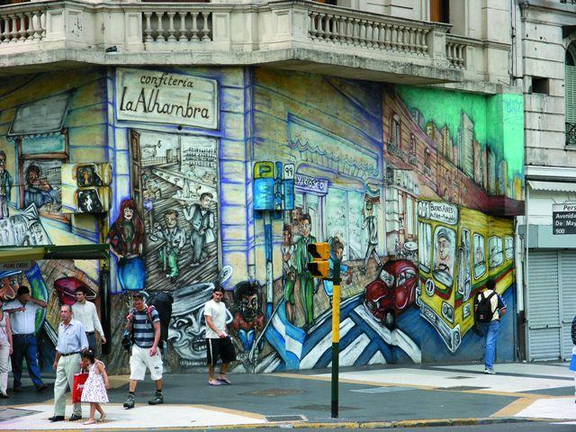 Яркие граффити – часть го родского пейзажа Буэнос-Айреса