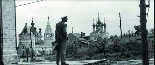 Пыльные мостовые, дореволюционные дома, храмы и монастыри делали город настолько ти- пичным для российской глубинки, что не прихо- дилось сомневаться – именно здесь происходили события бессмертного романа