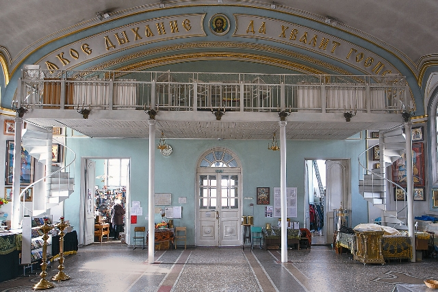 Внутреннее убранство храма Александра Невского