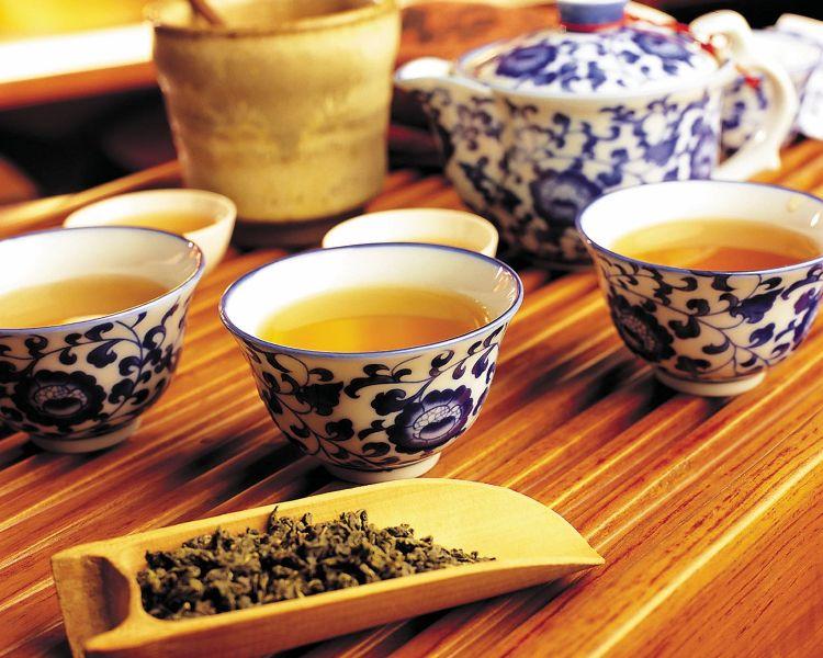 Китайский, индийский, цейлонский, японский — какой бы чай вы ни выбрали, все равно не прогадаете: этот тонизирующий напиток давно известен своими целебными свойствами.