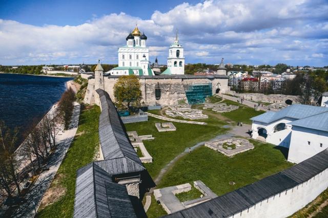 За кремлевской стеной сохранились останки Довмонтова города