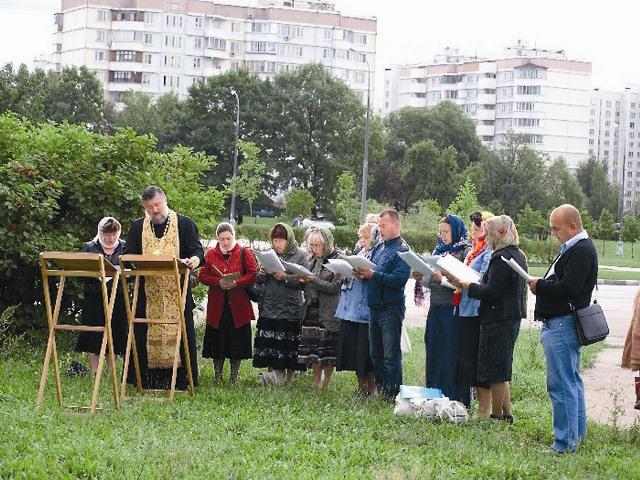 Сентябрь 2011 года. Богослужения под открытым небом