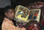 Каждый конголезец носит с собой карманный экземпляр Библии. У тех, кто проповедует, она больше размером и застегивается на молнию.