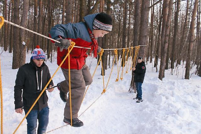 На зимних спортивных соревнованиях между командами воскресных школ района