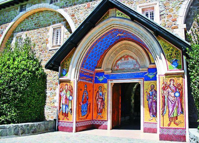 Киккский монастырь — самый известный и богатый монастырь Кипра.