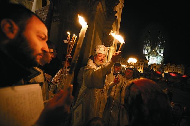 Митрополит Чешских земель и Словакии Христофор во главе пасхального крестного хода