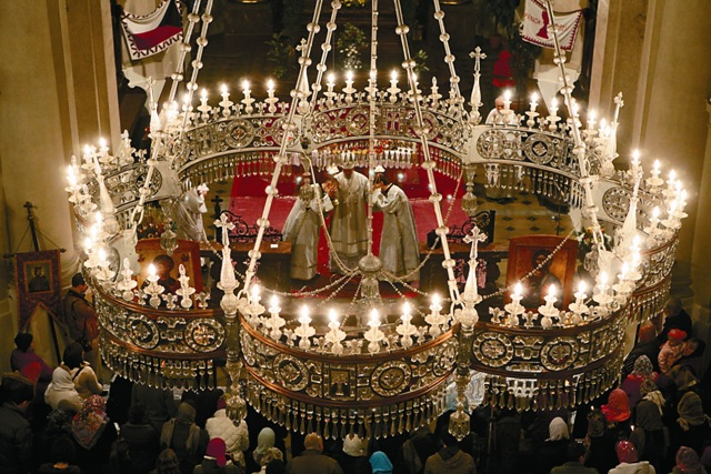 Хрустальная люстра – подарок русского императора Александра II