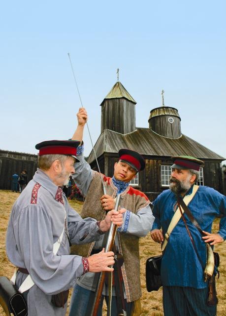 За лето был возведен бревенчатый частокол, построены два бастиона, и 30 августа, после торжественной обедни, здесь был поднят флаг Российско-американской компании с имперским двуглавым орлом.