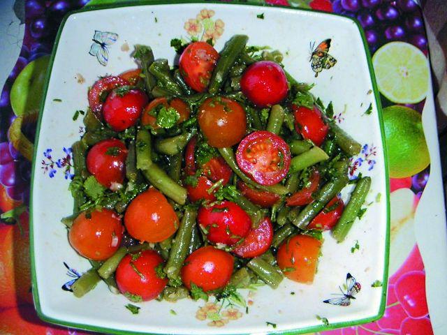 Салат из томатов и зеленой фасоли «Светофор»