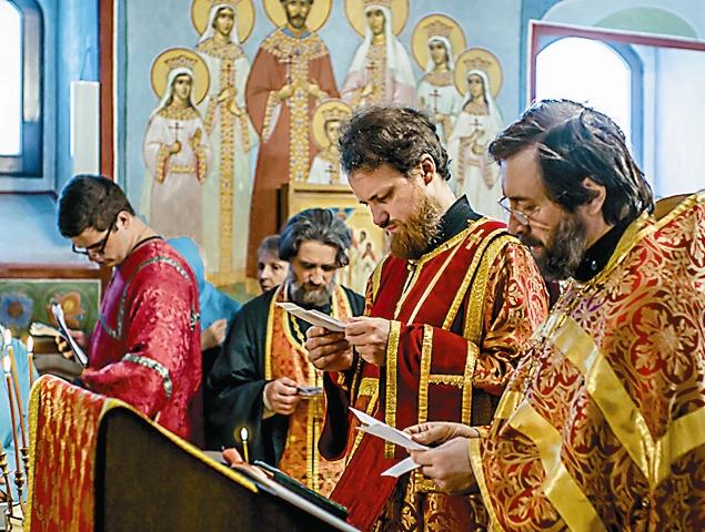 Пасхальная служба в храме Святителя Николая в Кленниках