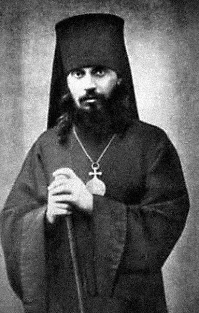 Отпевал матушку владыка Арсений, будущий новомученик: в 1937 году он был расстрелян на Бутовском полигоне