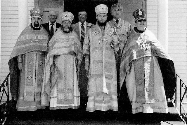 Перед октябрьской революцией в США имелось более  семисот приходов Русской Православной Церкви, пять мужских и один женский монастырь, духовная семинария и типография с одиннадцатью изданиями