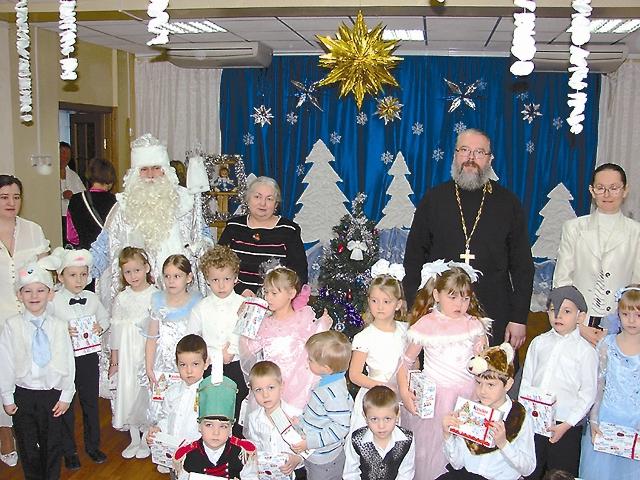 В одной из школ района, где отец Константин ведет занятия по основам православной культуры, он также ставит спектакли с ребятами.