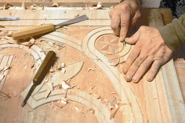 Теперь его украшают софринские иконы и вырезанный из дерева иконостас, планируется сооружение купола и колокольни.