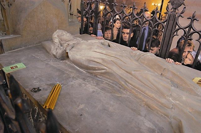 Только один раз в году 28 октября православные верующие получают возможность помолиться непосредственно у мощей святой Людмилы